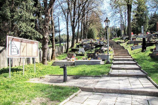 na opravu schodiska historického cintorína je určených približne 40-tisíc eur.
