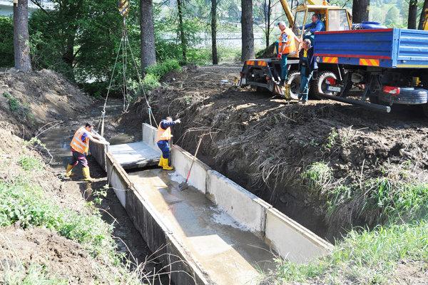 Regulácia potoka v Bzinách.
