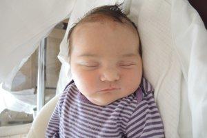 Zoja Hlavatá (3270 g, 50 cm) sa narodila 25. apríla Natálií a Vladimírovi z Lednickych Rovní. Sestričku doma očakáva 3,5 ročný Oliver.