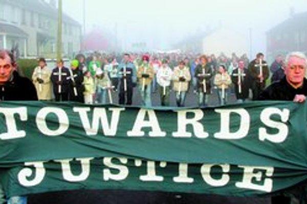 Každoročne sa konajú pochody za nevinné obete , ktoré zahynuli v meste Londonderry a za odhalenie ich vinníkov.