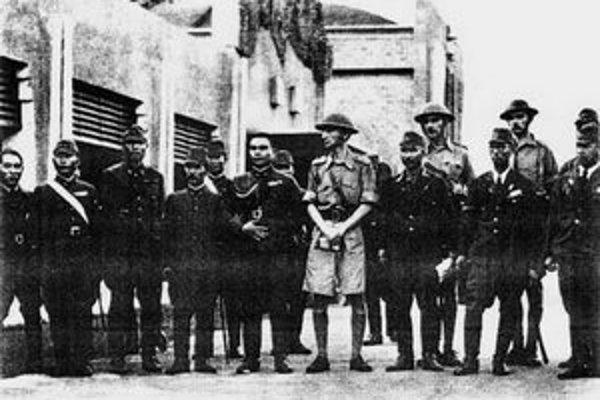 Spolu s generálom Percivalom padlo do japonského zajatia viac ako 100–tisíc vojakov.