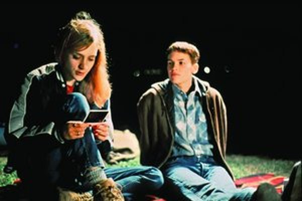 Za hlavnú postavu vo filme o Teene Brandonovej získala Hilary Swank (vpravo) Oskara. Skutočný vrah sedí v cele smrti.