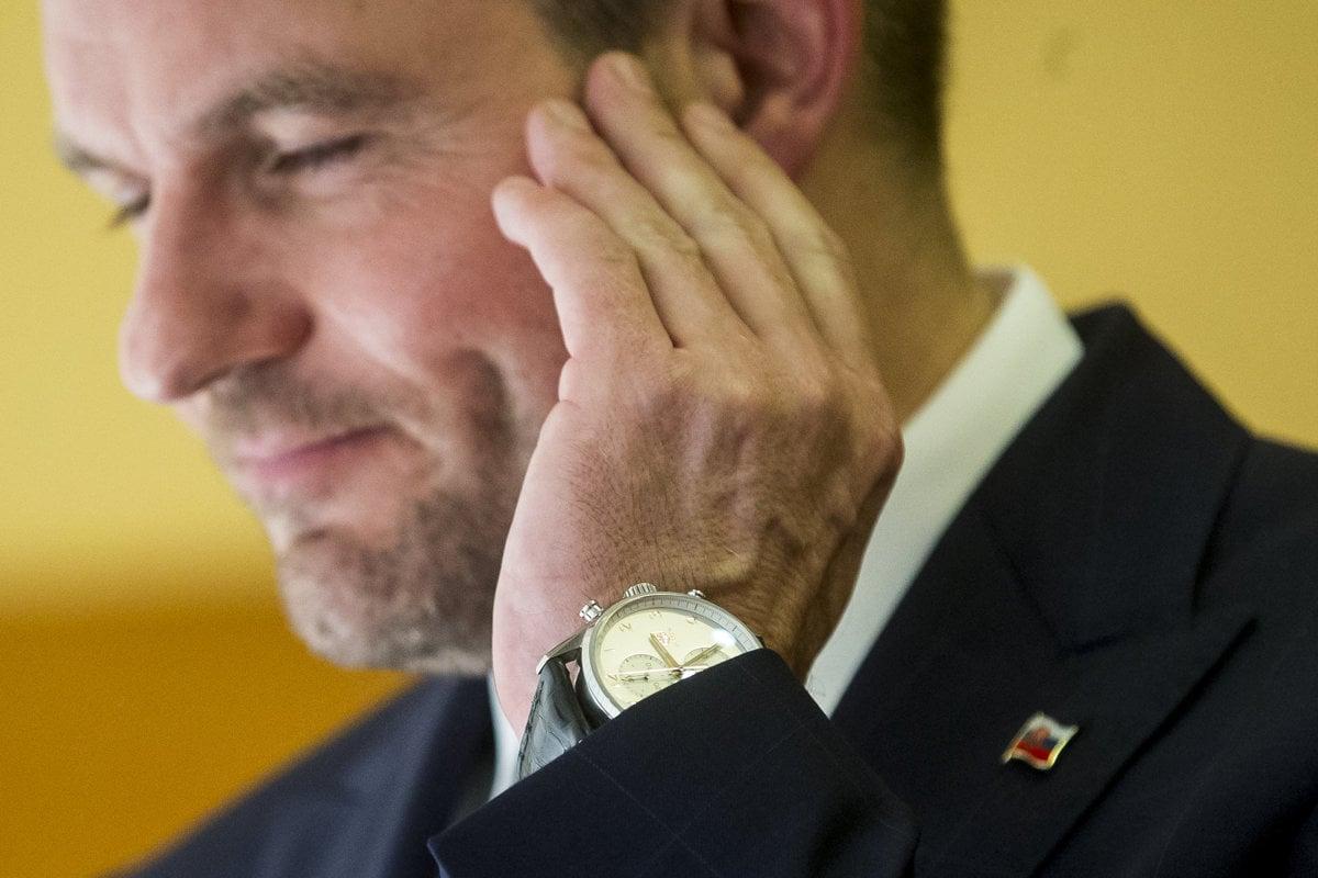 a137f2ad7 Premiér Peter Pellegrini (Smer) má hodinky Tag Heuer Carrera. Ich hodnota  je približne