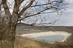 Medializovaná skládka odpadu v Pezinku.