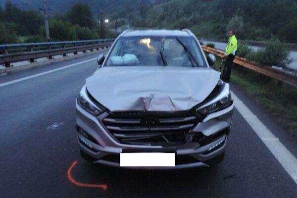 Vodička s autom narazila do vozidla preň ním.