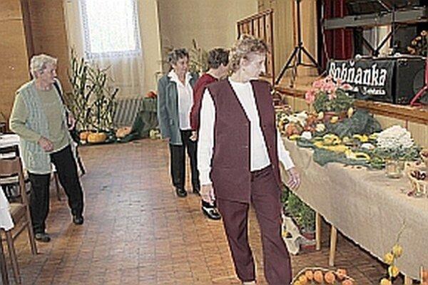 Výstava zaujala aj seniorov.