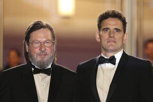 Dánsky režisér Lars von Trier (vľavo) a americký herec Matt Dillon nakrútili film o sériovom vrahovi.