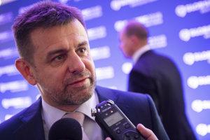Minister životného prostredia SR László Solymos odpovedá novinárom na otázky počas Medzinárodnej bezpečnostnej konferencie GLOBSEC 2018.