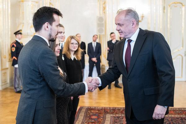 Organizátori protestov Za slušné Slovensko sa na marcovom stretnutí s prezidentom Andrejom Kiskom zhodli, že slušní ľudia sa musia angažovať vo verejnom živote, inak sa krajina len ťažko zmení.