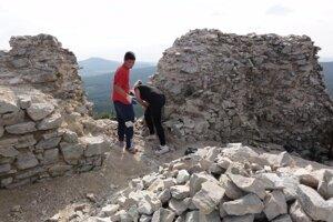 na Gýmeši pred niekoľkými rokmi pracovali dobrovoľníci zo združenia Leustach.