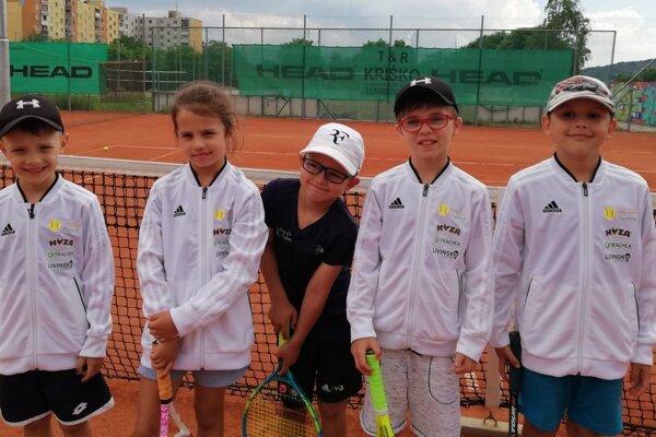 Deti do 10 rokov – zľava Slaninák, Mallová, Malinka, Bachanová, Adamkovič.