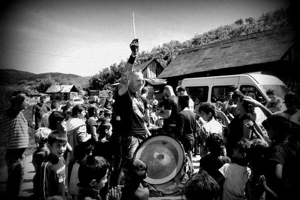 V Nižnom Tvarožci zaahrali bratislavskí punkeri. (Zdroj: redakcia)