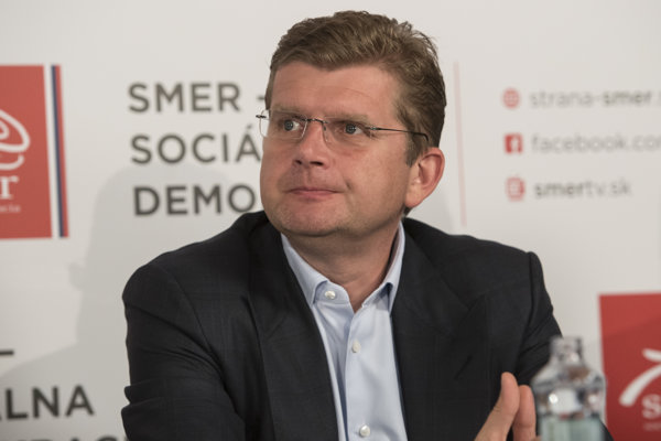 Minister Peter Žiga (Smer) tvrdí, že on ako akcionár firmu už od roku 2006 neriadi.