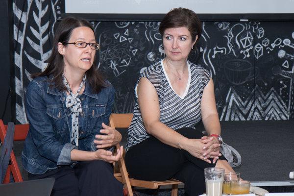 Zľava: Riaditeľka Ligy za ľudské práva Zuzana Števulová a vedúca Úradu IOM v SR Zuzana Vatráľová.