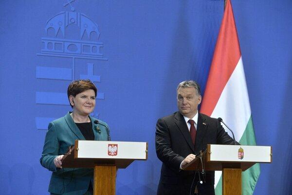 Beata Szydlová (vľavo) a Viktor Orbán (vpravo).