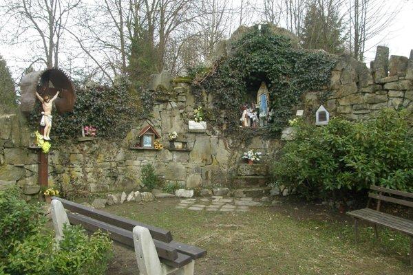 Dnes toto miesto, o ktoré sa starajú miestni obyvatelia, poskytuje ľuďom priestor pre meditáciu a duševný relax.