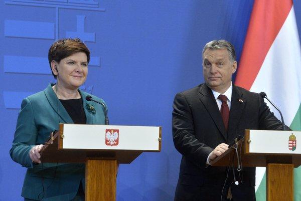 Poľská premiérka Beata Szydlo a maďarský premiér Viktor Orban na spoločnej tlačovke po stretnutí v budapeštianskom parlamente, Feb. 8, 2016.