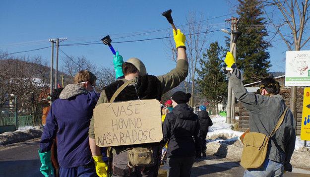 ... takúto skupinku servisu verejnej kanalizácie.
