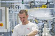 Výroba v motorárni Kia Motors Slovakia.