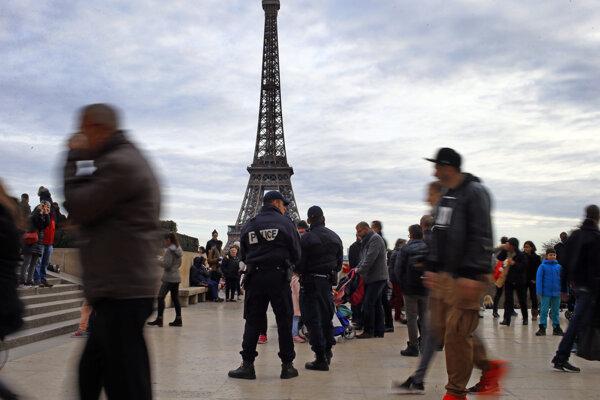 Francúzi sú po útokoch opatrní.