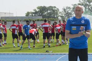Adrián Guľa počas tréningu slovenských mladíkov.