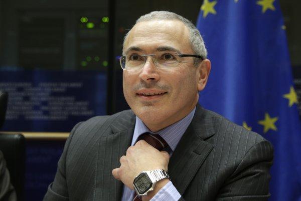 Na archívnej snímke z 2. decembra 2014 bývalý väznený ruský ropný magnát Michail Chodorkovskij.