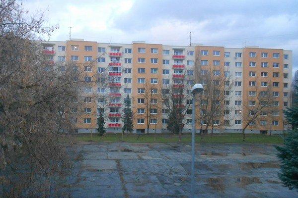 Blok na Dobšinského ulici.