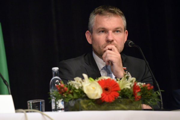 Peter Pellegrini počas tlačovej besedy po skončení výjazdového rokovania 108. schôdze vlády SR v budove Mestského kultúrneho strediska vo Veľkom Krtíši.