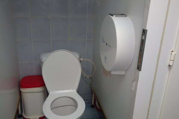 Pre nájomcu WC sú problémom zlodejky a zlodeji, najčastejšie berú záchodové dosky.
