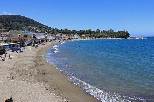 Pláž na Ischii.