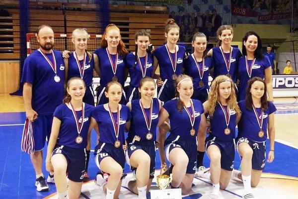 Bronzový tím starších žiačok BKM Junior UKF Nitra.