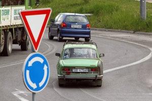 Ilustračné foto. Kruhový objazd v Banskej Bystrici.