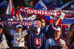 Hokejoví fanúšikovia zoženú v Košiciach ubytovanie už len v stanoch.