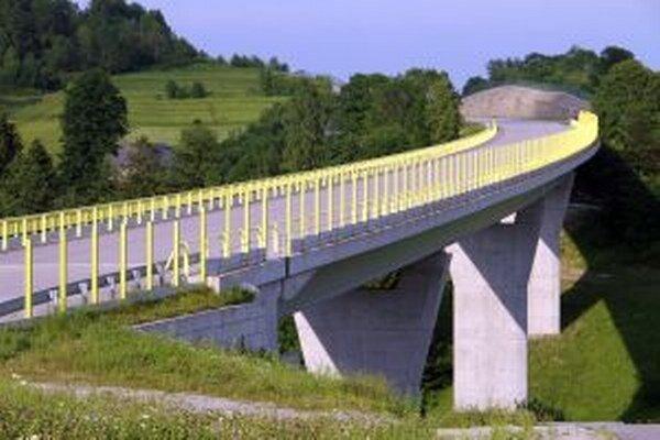 S výstavbou diaľnice D3 Svrčinovec- Skalité sa síce začalo už v uplynulých dňoch, základný kameň položia až dnes.