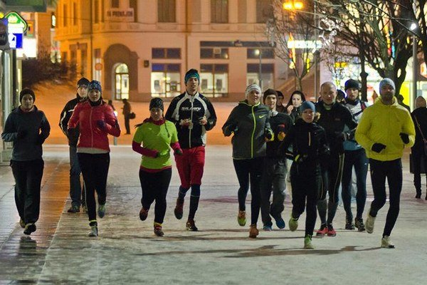 Bežci na Národnej ulici v Žiline.