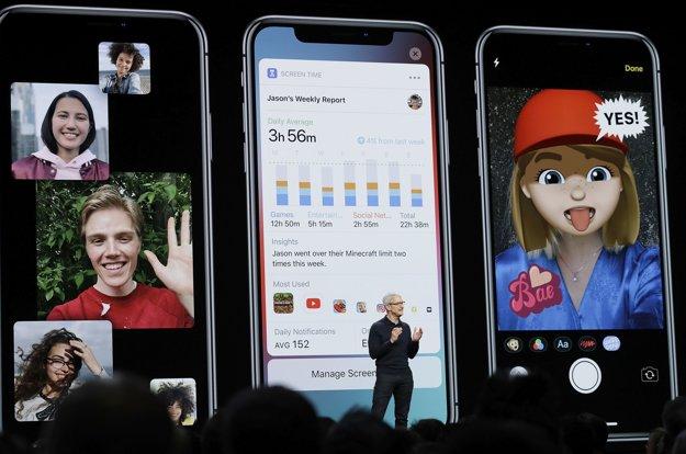 Šéf spoločnosti Apple Tim Cook počas prezentácie.
