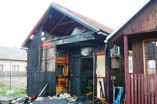 V Bytči horela drevená unimobunka. Obchod v nej prevádzkoval poslanec mestského zastupiteľstva.