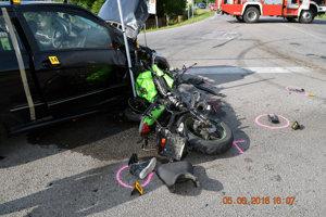Žena zahynula po zrážke s osobným autom.