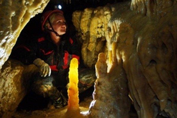 Marianna Cvachová v jaskyni.
