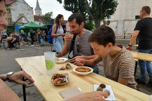 Tonovi a Filipovi vegánske jedlo chutilo, no doma jedávajú aj mäso.