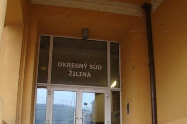 Muž 30. mája ráno zavolal na linku 158 a oznámil, že na Okresnom súde v Žiline  sú dve bomby.