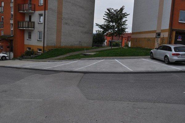 Parkovacie miesta na Hájiku.