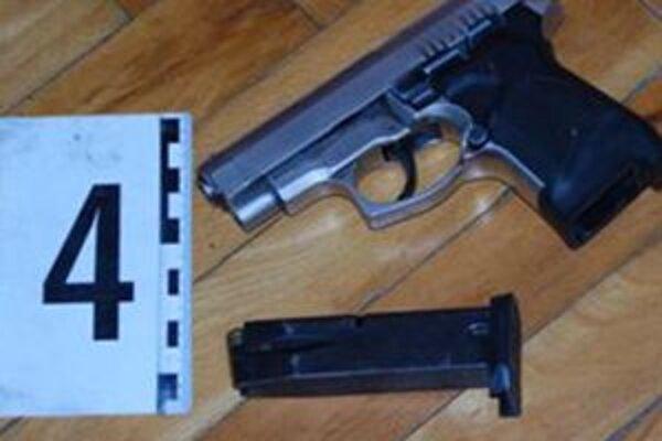 Za nelegálne držanú zbraň odsúili 64-ročnú dôchodkyňu.