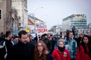 V piatok v Bratislave protestovali tisíce ľudí. Koľkí sa pridajú v Žiline.