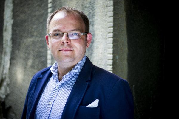 V stávkových kurzoch vedie Mistrík, no Václav Hřích z agentúry AKO ho zatiaľ za favorita nepovažuje.