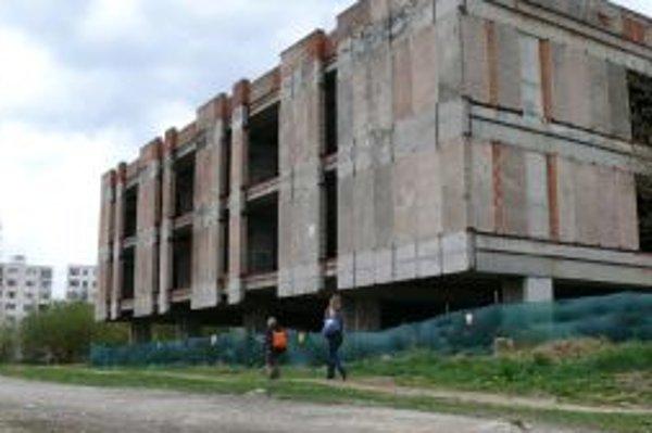 Strašiak na žilinskom sídlisku Solinky. Mesto chce problém čo najskôr vyriešiť.