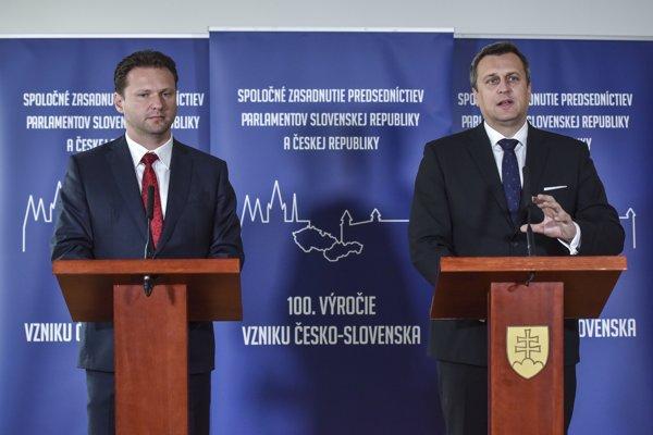 Na snímke predseda Národnej rady SR Andrej Danko (vpravo), predseda Poslaneckej snemovne Parlamentu Českej republiky Radek Vondráček.