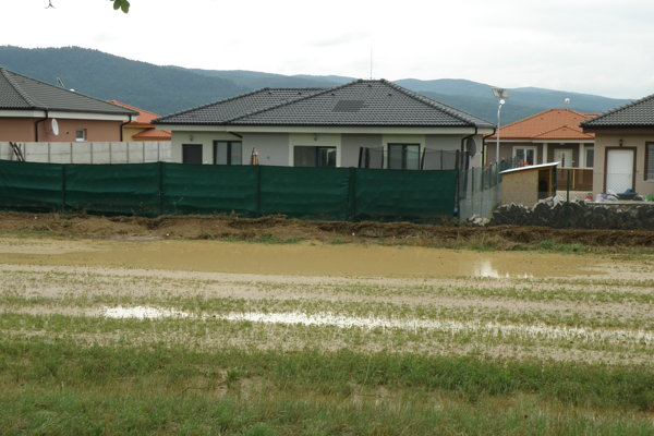 Záplava napáchala značné škody.