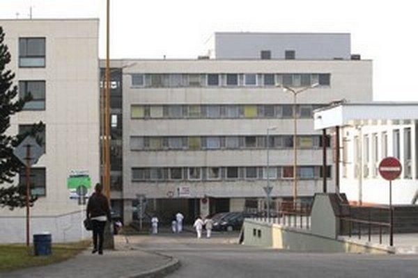 V žilinskej nemocnici nastúpili na nočné služby vojenskí lekári.