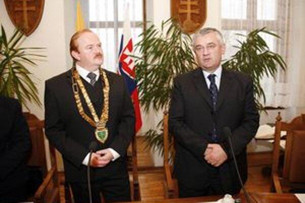 Obháji Ivan Harman (vľavo) svoju pozíciu, vráti sa do Žiliny Ján Slota (vpravo), či vytrie zrak niektorý kandidát SMER-u, KDH, prípadne niekto ďalší?